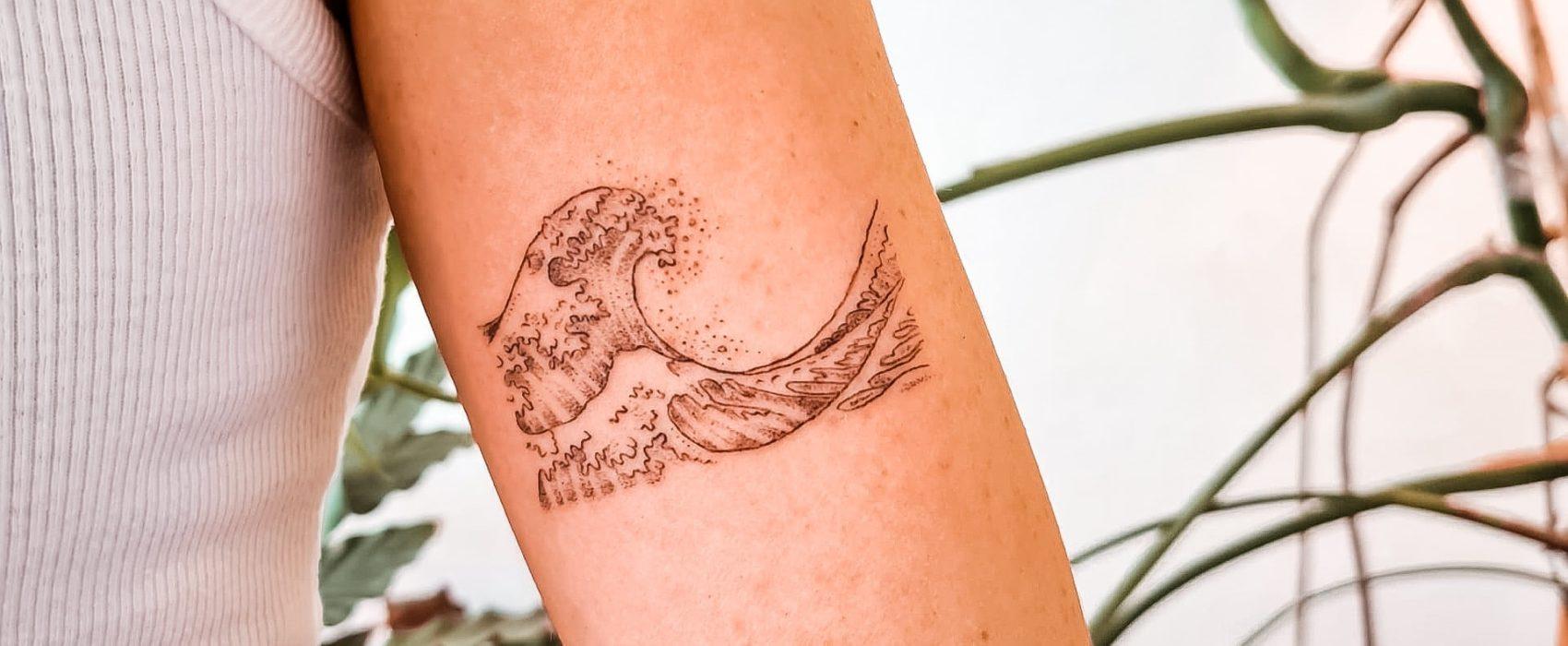 Tatouage vague Junk&Jail | Tattoo Studio Because | Bruxelles