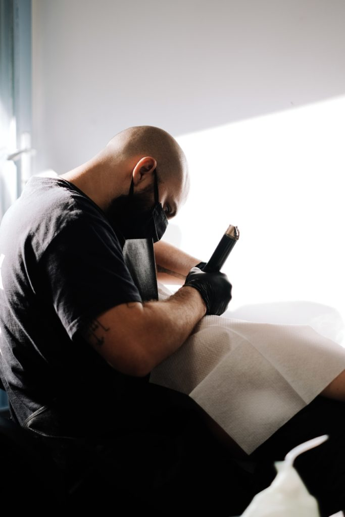 Tatoueur Junk&Jail | Tattoo Studio Because | Bruxelles